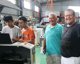 Customers-visit-the-factory