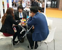 Customers-at-the-exhibition-site
