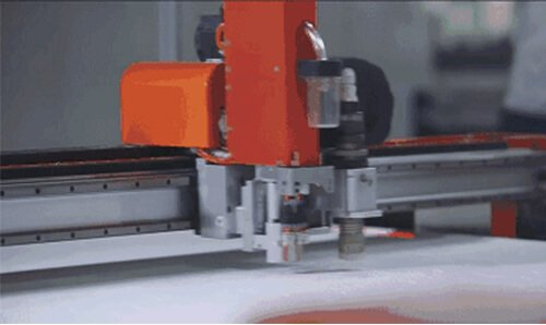 Automatic-fabric-cutting-machine
